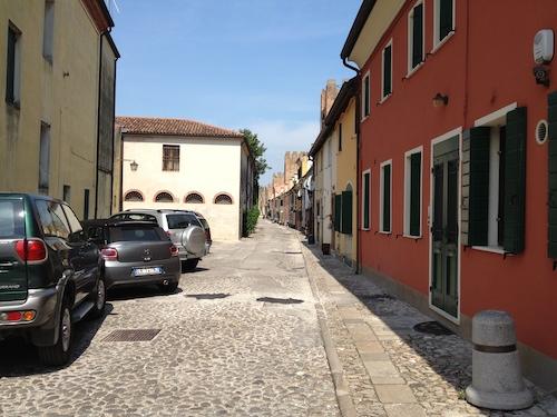 Una parte del borgo di Montagnana, a ridosso delle mura.
